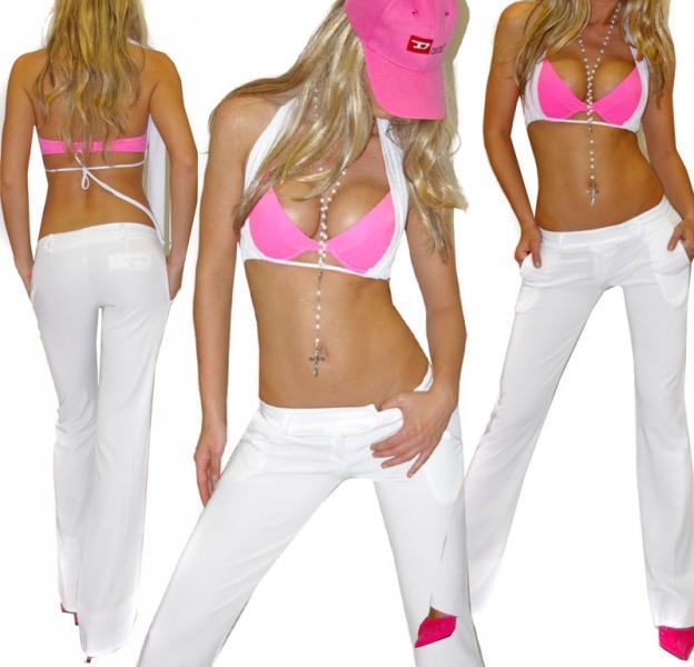 видео девушка в белых штанах